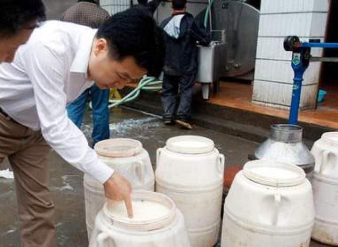 Lait contaminé : premières inculpations en Chine