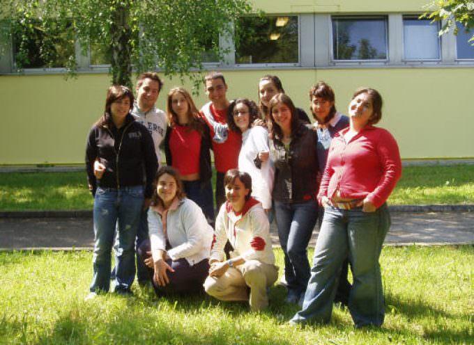 """Meritocrazia e maturità scolastica: lanciato il concorso """"Vinci con 100 e lode"""" che premia i migliori diplomati 2009"""