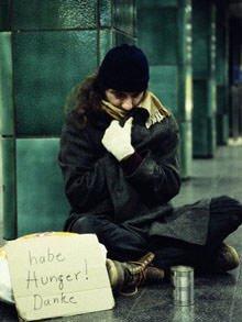 Rimini, danno fuoco a un senzatetto che dorme su una panchina