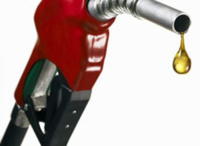 Benzina, Federconsumatori: in Italia il prezzo è ancora maggiore di quelli applicati negli altri Paesi europei