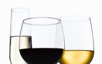 La crisi non risparmia il vino ma i produttori tengono duro: il valore dell'export cala del 9,2% mentre restano stabili i volumi verso l'estero