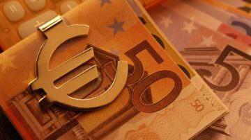 """Codacons: """"Berlusconi deve scegliere se aiutare banche, imprese, lavoratori, consumatori"""""""