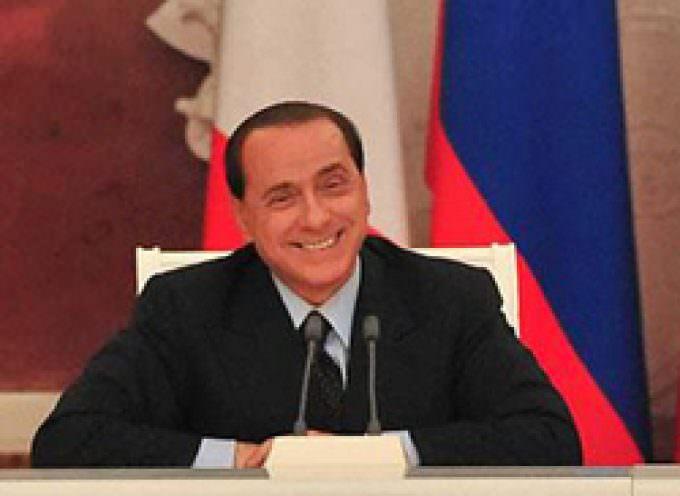 Finalmente l'hanno buttato giù quel presuntuoso di Berlusconi!