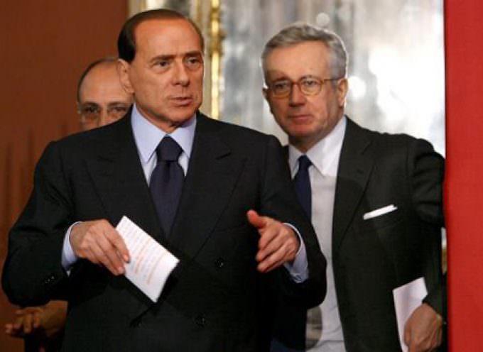 """Unicredit: 4 miliardi di utili e 4 di Tremonti bond, niente bonus ai manager, Wall Street vola Draghi: """"No ai prefetti nelle banche"""""""