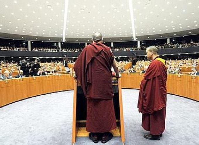 Le dalaï-lama invite l'Europe au dialogue et à la fermeté