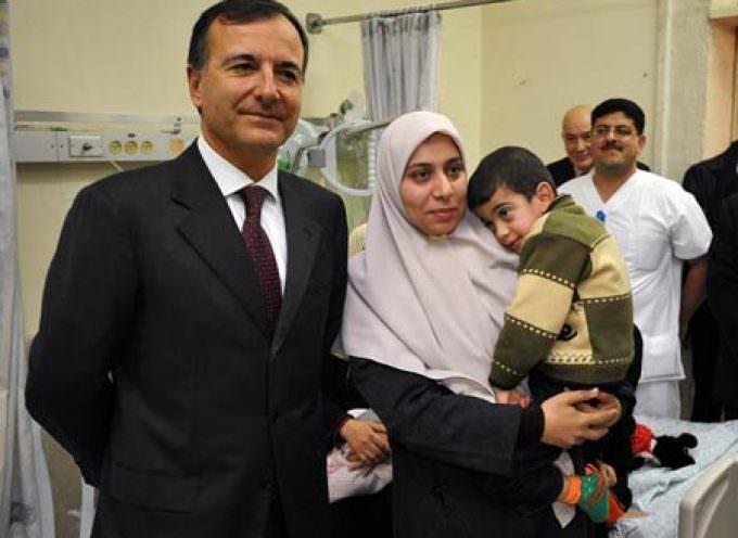 Gaza, Frattini consegna ai palestinesi i primi aiuti italiani