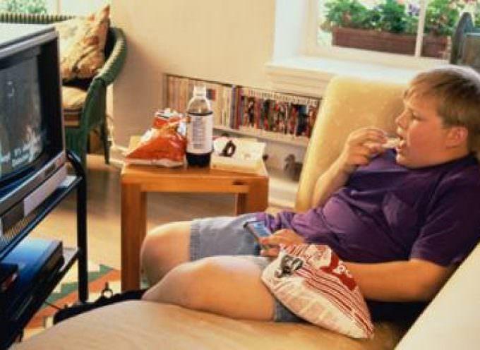 Troppa TV fa mangiar male