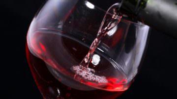 Alcol: si consuma meno vino, ma di qualità