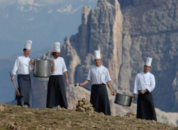 """Dolomiti, """"In vetta con gusto"""": Matrimonio tra i piaceri del camminare e i piaceri della buona cucina"""