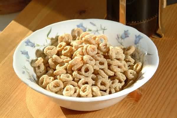 Cereali: mangiati a colazione fanno ingrassare i i bambini