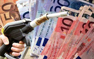 La benzina raggiunge quota 1,590 euro, quanto incassa lo Stato per ogni litro?