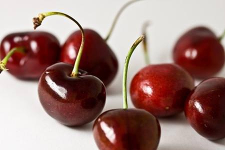 Petti di quaglia con ciliegie