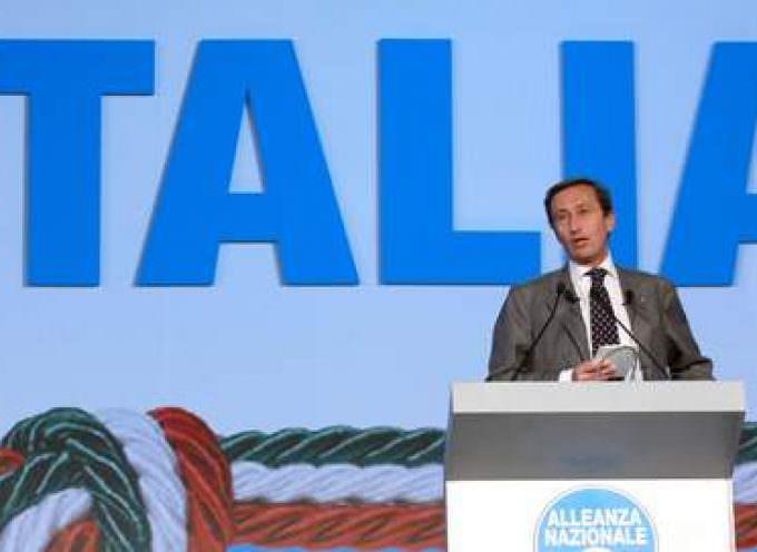Le parti de Berlusconi absorbe les postfascistes de Fini