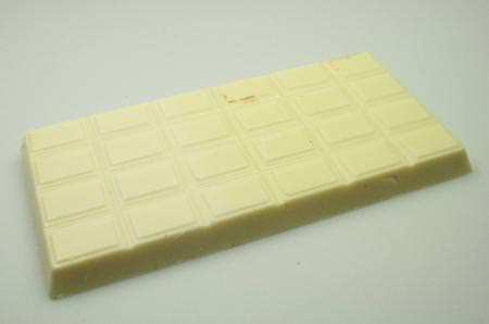 Mousse di cioccolato bianco con salsa di passiflora