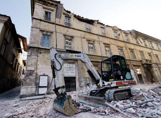 Un fuerte terremoto causa alrededor de un centenar de muertos en Italia