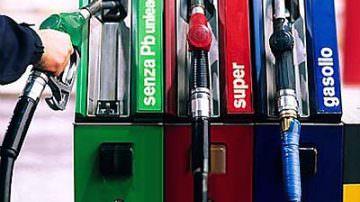 Economia, la benzina costa più della carne