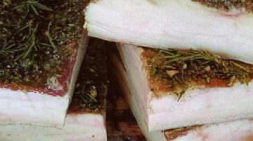 Arnad, dove l'olio di noci si accompagna al lardo DOP