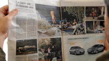 """Silvio Berlusconi califica como """"inocentes"""" las fotos en que aparece con jóvenes en topless"""
