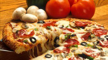 Pizza e panino battono la crisi