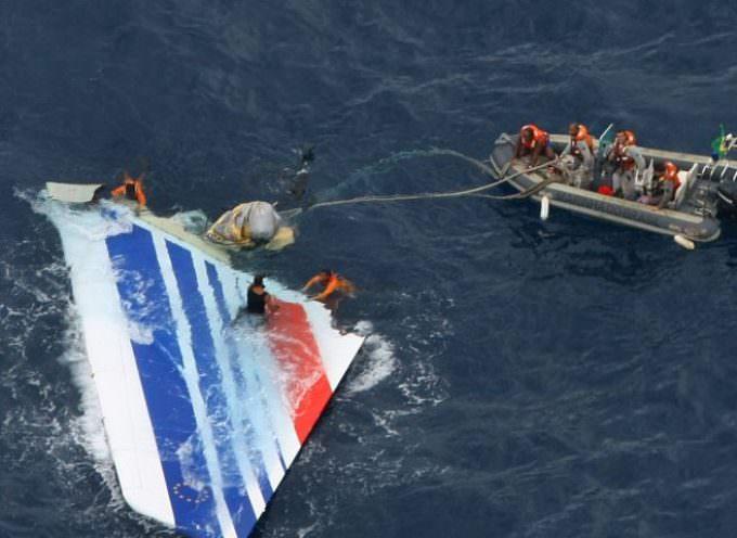 Disastro Airbus, la Francia smentisce: nessuna scatola nera localizzata