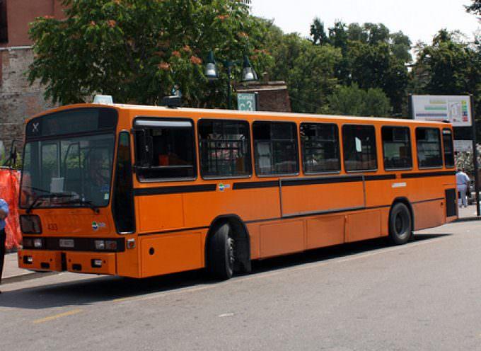 A Roma, i cittadini non possono dotarsi del biglietto del bus: arrivano i controllori e danno multe da 100 euro