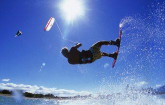 Kite Surf travolto da forte vento: ferito vicino a Roma