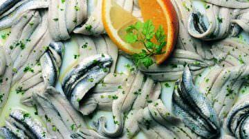 Lo sapevi che…Devi evitare di consumare le alici marinate a casa e nei ristoranti