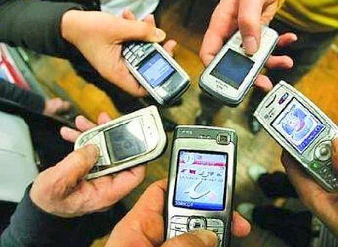 Cellulari: Adoc, bene il caricabatterie universale in arrivo nel 2010