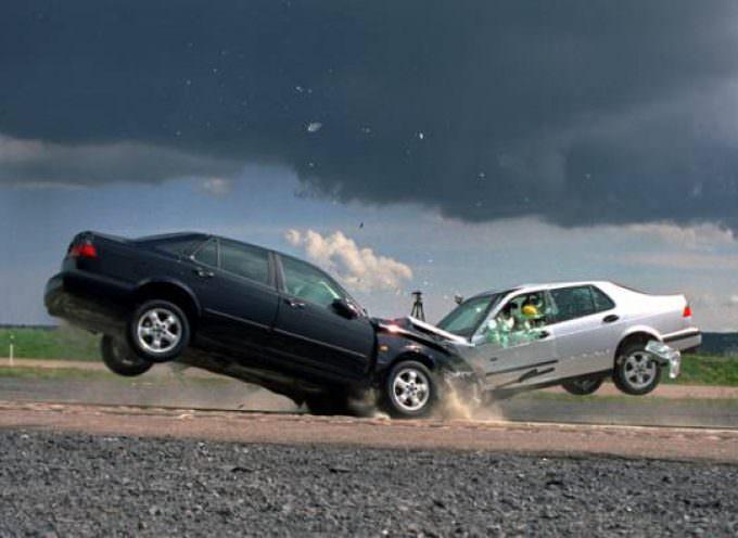 Incidente stradale/assicurazione: è facoltativa l'azione di indennizzo contro la propria compagnia