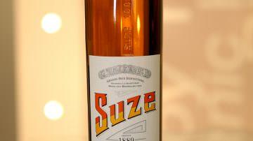 La nuova bottiglia per Suze, prodotta da O-I, rispecchia la qualità del brand e apporta soluzioni tecniche
