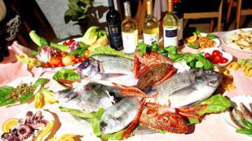 Olio d'oliva extravergine e pesce, nemici della pancreatite acuta