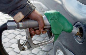 Benzina: raffica rialzi, vola a 1,35 euro al litro