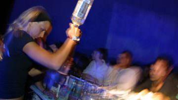 Alcol: Vietata la vendita in discoteca dopo le 2, la Corte Costituzionale conferma il divieto