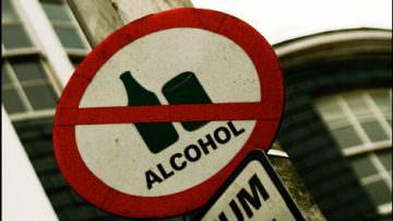Alcool vietato ai minorenni. Non bastano le ordinanze per combattere l'abuso di alcool ai giovani