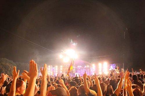 Biglietti per concerti pagati decine di euro in più per diritti di prevendita, commissioni, spese di spedizione e costi di call center