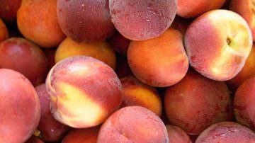 Bauletto di 3 kg di pesche a prezzi convenienti – Iniziativa a sostegno della produzione di questo frutto
