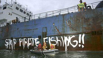 Germania: Greenpeace getta massi nel Baltico