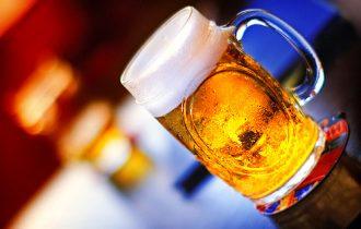 Bere birra attira le zanzare
