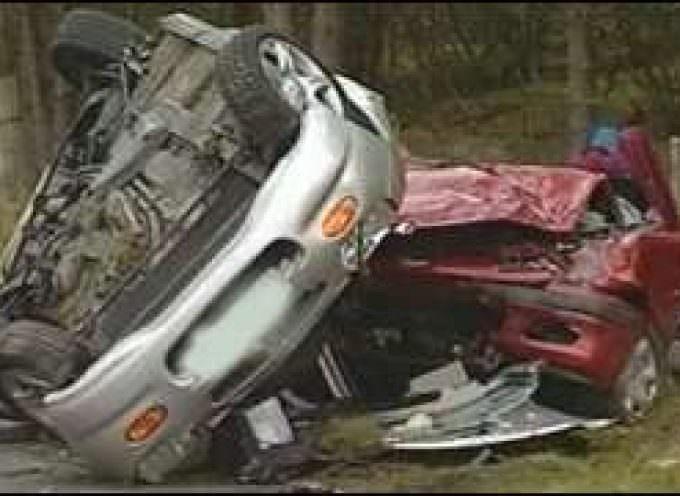 Incidenti, sangue e dolore: un video della polizia del Galles contro gli SMS alla guida