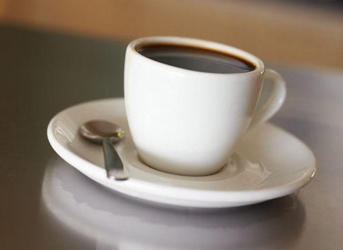 Bere caffè riduce il dolore