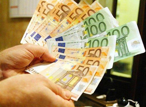 Sale l'inflazione a dicembre, merito di trasporti, servizi assicurativi e tabacchi