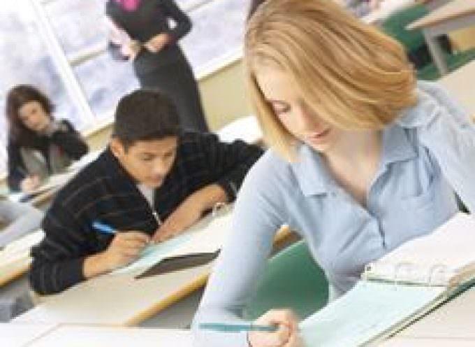 Scuola: famiglie spendono da 500 a 2100 euro per recupero debiti