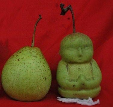 Creata in Cina la pera a forma di Buddha. Presto in vendita anche in Italia