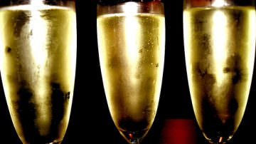 Cresce del 15% il consumo degli spumanti, crolla invece lo champagne -30%