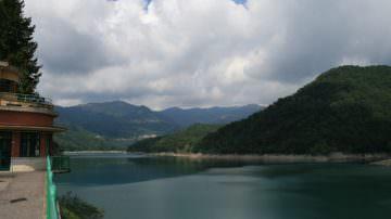 Al viaggiator della via del sale non far saper che al lago del Brugneto l'oste che mesce il vino l'era un brigante