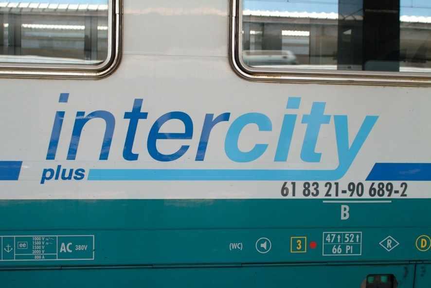 Intercity in manovra deraglia a Chiusi, nessun ferito