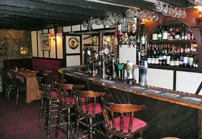Alcol e solitudine: così i bar di campagna aumentano i suicidi