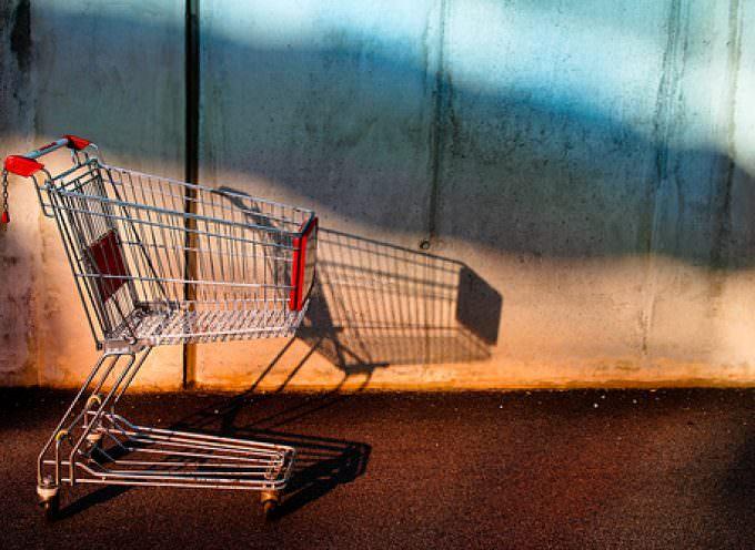 Consumi: I dati Istat confermano, le famiglie hanno l'acqua alla gola