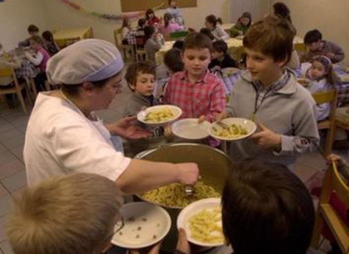 """Genitori milanesi in guerra contro la refezione scolastica: """"schiscetta day"""""""