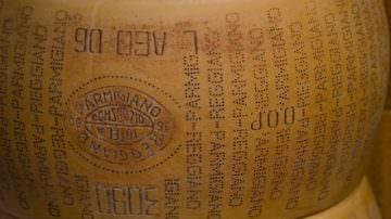 """Consorzio Parmigiano Reggiano: """"Le regole europee sulla concorrenza in campo agroalimentare vanno aggiornate"""""""